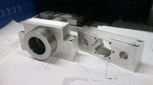 CAD-Konstruktions-Zeichnungen und Stahl-Bauteile